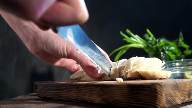vidéos et rushes de poulet salade cuisson - recette