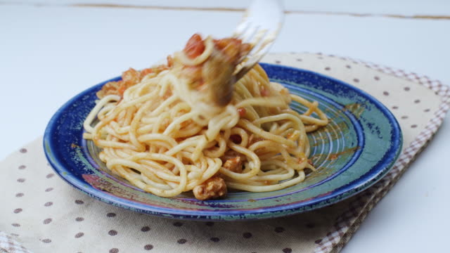 Chicken spaghetti with tomato sauce
