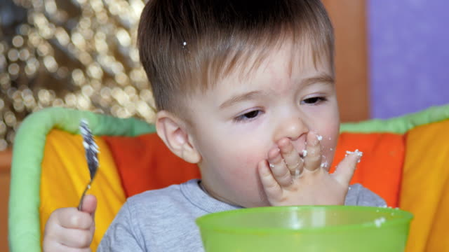 Child 1-2 Years With Pleasure Eats video