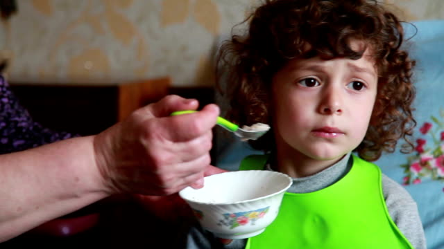 Child doesn't want to eat video