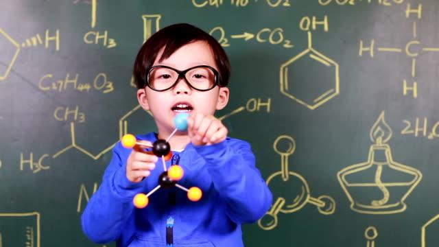 お子様用学習化学 ビデオ