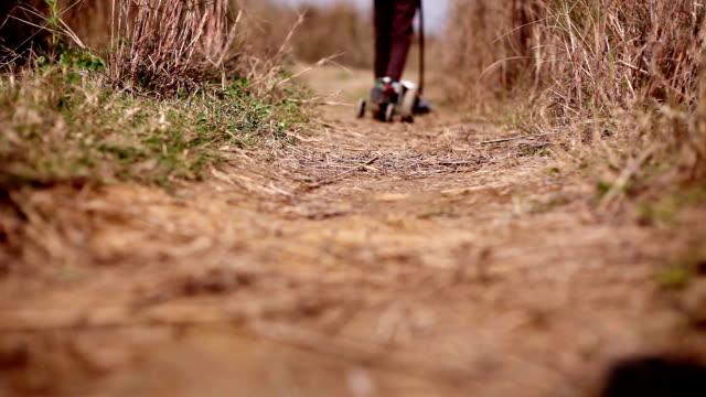 barn leker i naturen - haryana bildbanksvideor och videomaterial från bakom kulisserna