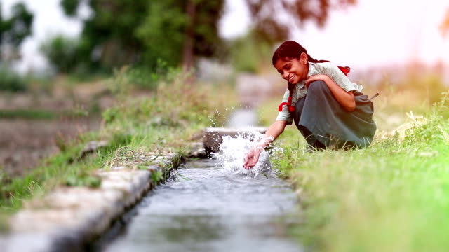 child splashing water - харьяна стоковые видео и кадры b-roll