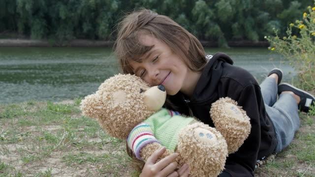 vídeos de stock e filmes b-roll de child with a bear. - teddy bear