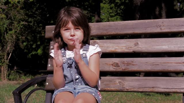 孩子用棒棒糖。 - 波板糖 個影片檔及 b 捲影像