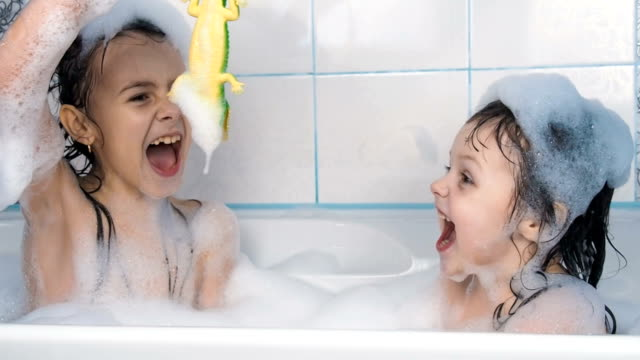 stockvideo's en b-roll-footage met kinderen spelen in de badkamer. - baby toy
