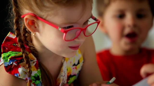 bambini disegnare - brent video stock e b–roll