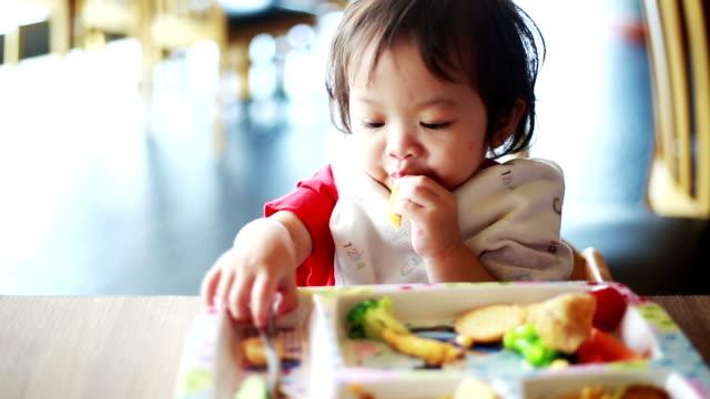 Children eating restaurants.