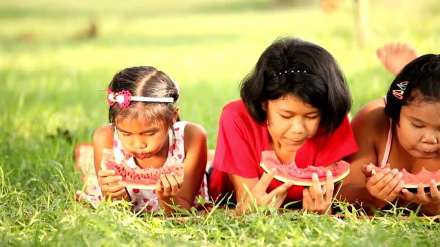 children eating watermelon video