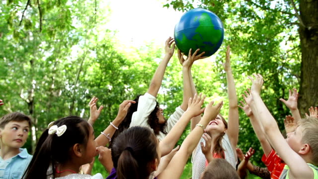 stockvideo's en b-roll-footage met children hold the world in their hands - eco