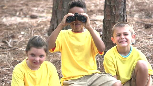 children in the park exploring nature, bird watching - viaggio d'istruzione video stock e b–roll