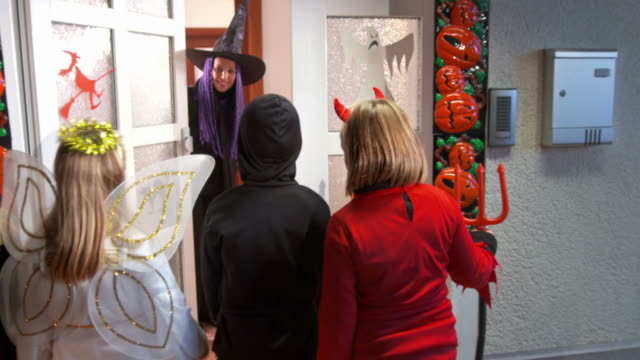 HD DOLLY: Children Trick Or Treating video