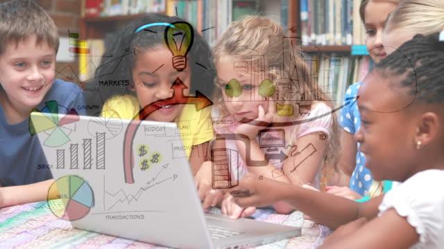 barn som tittar på en bärbar dator - digital reading child bildbanksvideor och videomaterial från bakom kulisserna