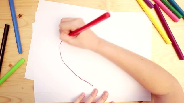 детские чертежей - kids drawing стоковые видео и кадры b-roll