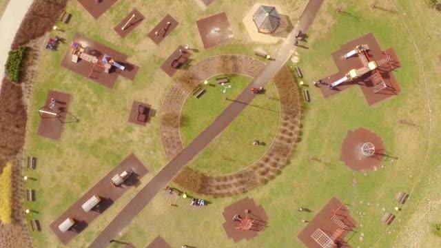 空から見たお子様用プレイグラウンド - 校庭点の映像素材/bロール