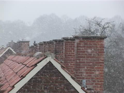 煙突と雪 - 十二月点の映像素材/bロール