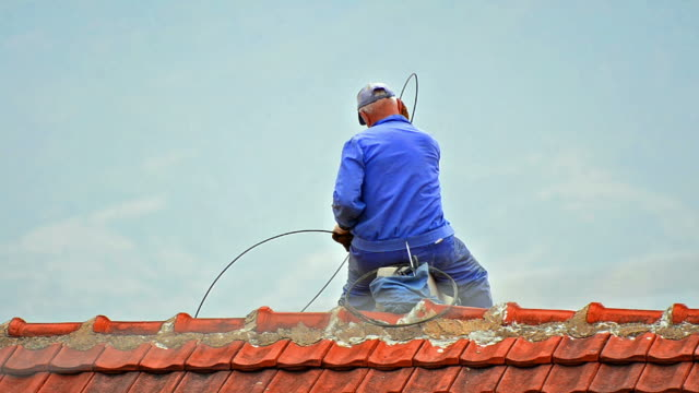 stockvideo's en b-roll-footage met chimney sweep cleaning - schoorsteen