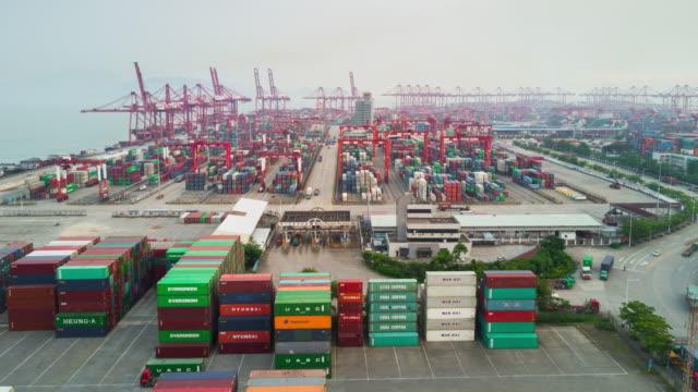 çin gün zaman shenzhen şehir ünlü liman hava panorama 4k timelapse - cumhuriyet günü stok videoları ve detay görüntü çekimi