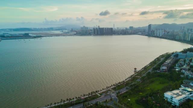 中国夜日没珠海有名な湾マカオ航空パノラマ 4 k の時間経過 - 広東省点の映像素材/bロール