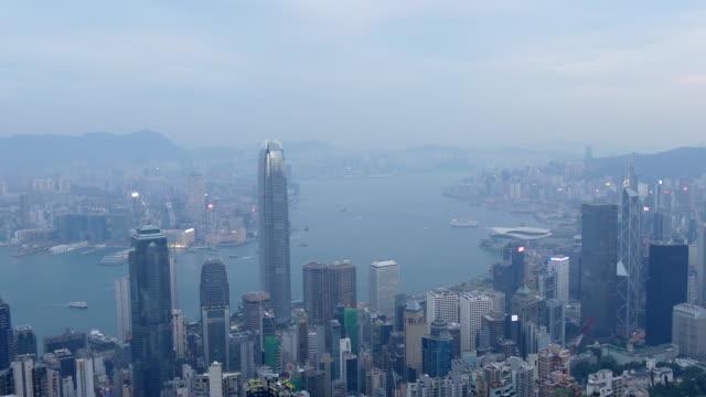 la Chine soirée temps hong kong cityscape célèbre vue point baie panorama 4k - Vidéo