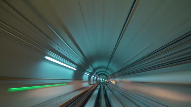 china guangzhou metro tunnel fahren 4 k zeitraffer - rolltreppe stock-videos und b-roll-filmmaterial