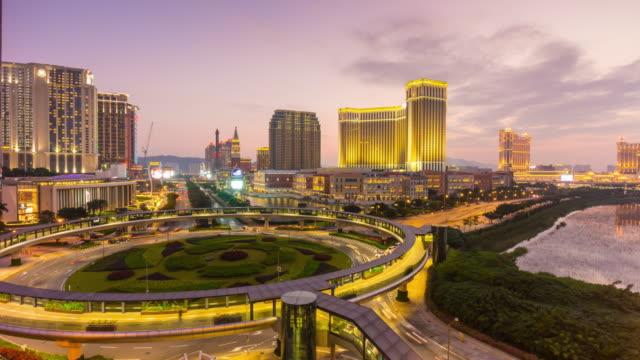 stockvideo's en b-roll-footage met china macau taipa eiland beroemde verkeersplein straat zonsondergang te panorama 4k time-lapse - twilight