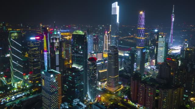 中国夜の時間点灯して広州市中心部の有名な建物空中パノラマ 4 k タイムラプス - 中国 広州市点の映像素材/bロール