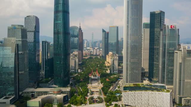 中国晴れた日広州市都心の天河区広場空中パノラマ 4 k タイムラプス - 広東省点の映像素材/bロール