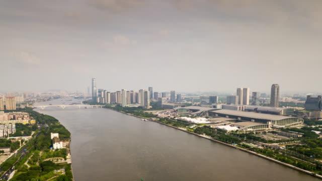 中国晴れた日広州市有名なコンベンション アンド エキシ ビジョン センター空中パノラマ 4 k タイムラプス - 広東省点の映像素材/bロール