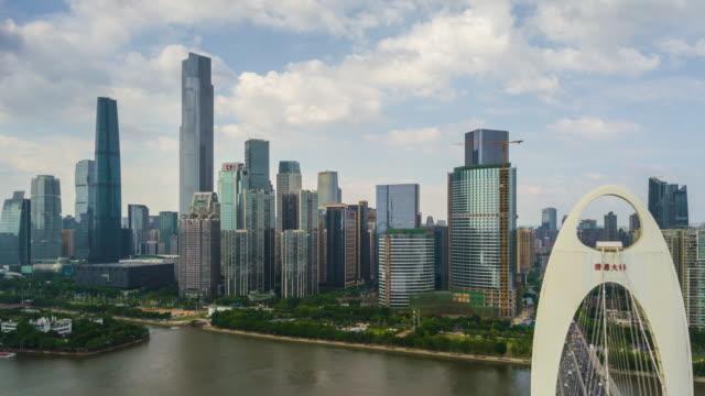中国晴れた日広州市有名な猟徳橋パール川空中パノラマ 4 k タイムラプス - 中国 広州市点の映像素材/bロール