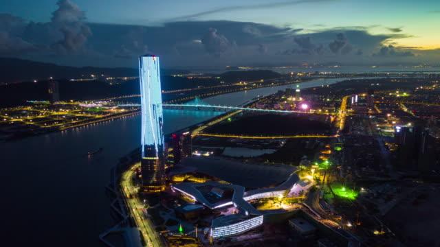 珠海国際コンベンション & エキシビション センター湾空中パノラマ 4 k 中国夕焼け夜空が照らされた時間の経過 - 広東省点の映像素材/bロール