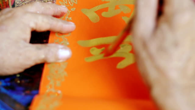 calligrapher piśmie chiński nowy rok życzenia - chinese new year filmów i materiałów b-roll