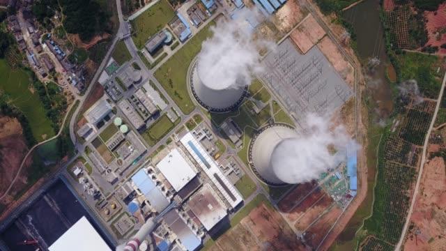 città cinese, centrale termica. - centrale termoelettrica video stock e b–roll