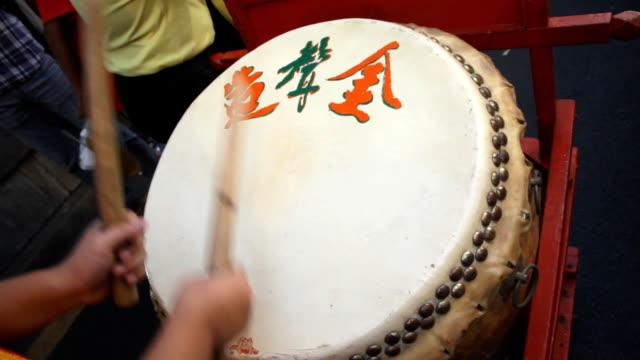 chiński bębna wykonywanie - chinese new year filmów i materiałów b-roll