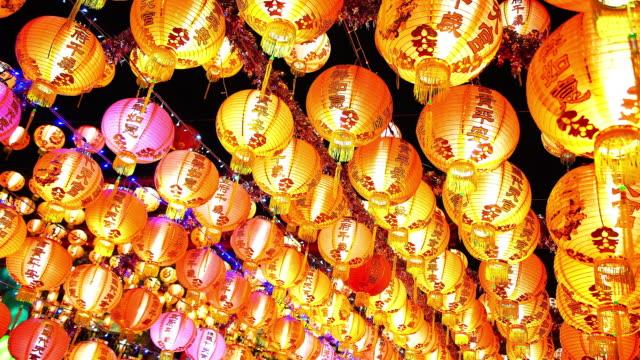 中国のランタン、中国の旧正月、中国の赤いランタンを祝うための春祭りを祝う ビデオ
