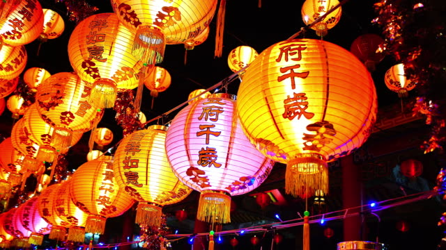 중국어 랜 턴에 대 한 중국 설날, 중국 빨강 나무 등 바구니, 축 하 대 봄 축제를 축 하 - 전통 페스티벌 스톡 비디오 및 b-롤 화면