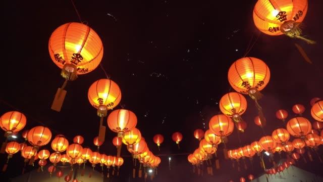 chinese new year firework at lantern light display - китайский фонарь стоковые видео и кадры b-roll