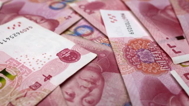 フレームのいたるところに散らばった中国人民元の人民元手形 - 紙幣点の映像素材/bロール