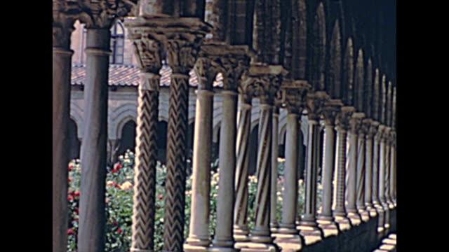 モンレアルのベネディクティンの回廊 - モンレアーレ点の映像素材/bロール
