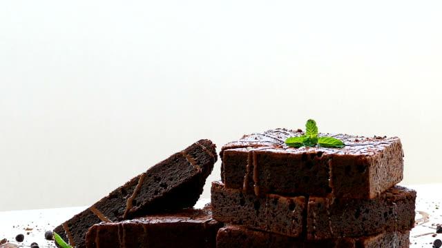 choklad brownies - brownie bildbanksvideor och videomaterial från bakom kulisserna