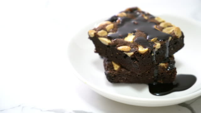 chocolate brownies with chocolate sauce video