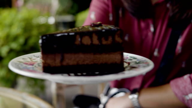 POV : Chocolate Cake