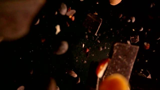 vídeos y material grabado en eventos de stock de explosión de chocolate alimentos - ingrediente