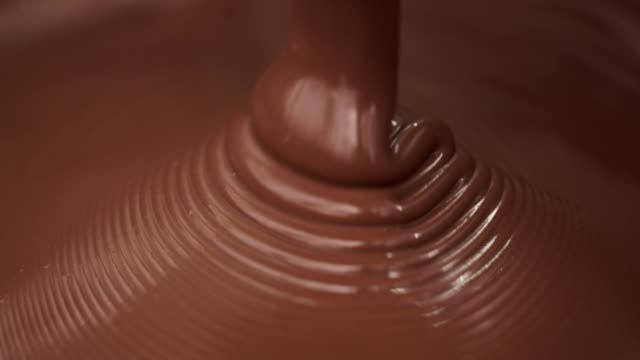 chocolate industry - mass of melted chocolate - cioccolato video stock e b–roll
