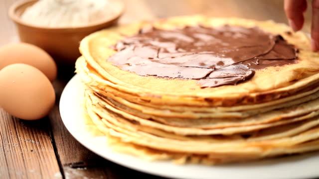 chocolate pancakes - crepes bildbanksvideor och videomaterial från bakom kulisserna