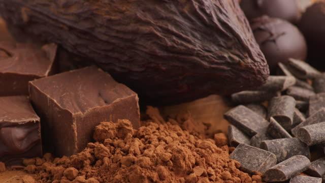 vídeos de stock e filmes b-roll de chocolate products; cocoa bean, chocolate powder, fudge, candy. - cacau em pó