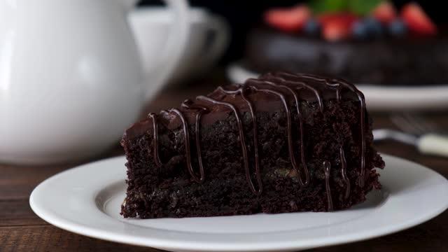 çikolatazacher kek dilim - kek dilimi stok videoları ve detay görüntü çekimi