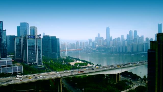vídeos y material grabado en eventos de stock de edificios y horizonte de la ciudad de chongqing - río yangtsé