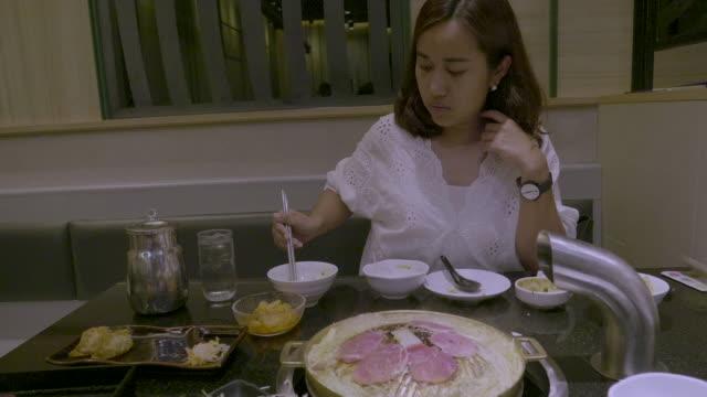 chopsticks and barbecue grill - cultura coreana video stock e b–roll