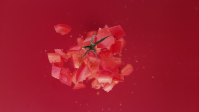 vídeos de stock e filmes b-roll de chpped tomato fruit. studio beauty shot. - sauce tomatoes